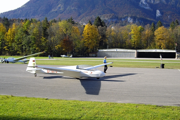 Vorbereitung zum Start auf dem Segelflugplatz Unterwössen