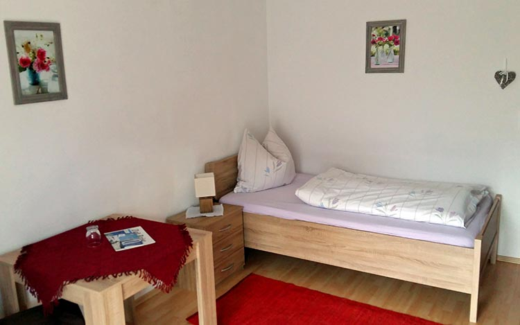 Gästehaus Pöppl Zimmer 05 Balsberg Schlafen