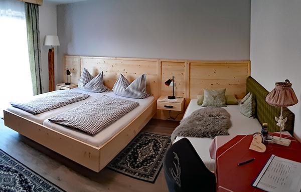 Gästehaus Pöppl Zimmer 04 Hochplatte Schlafen